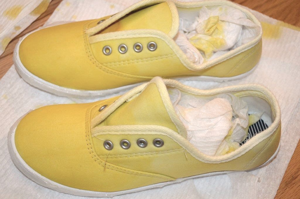 DIY Ombre Dyed Tennis Shoes