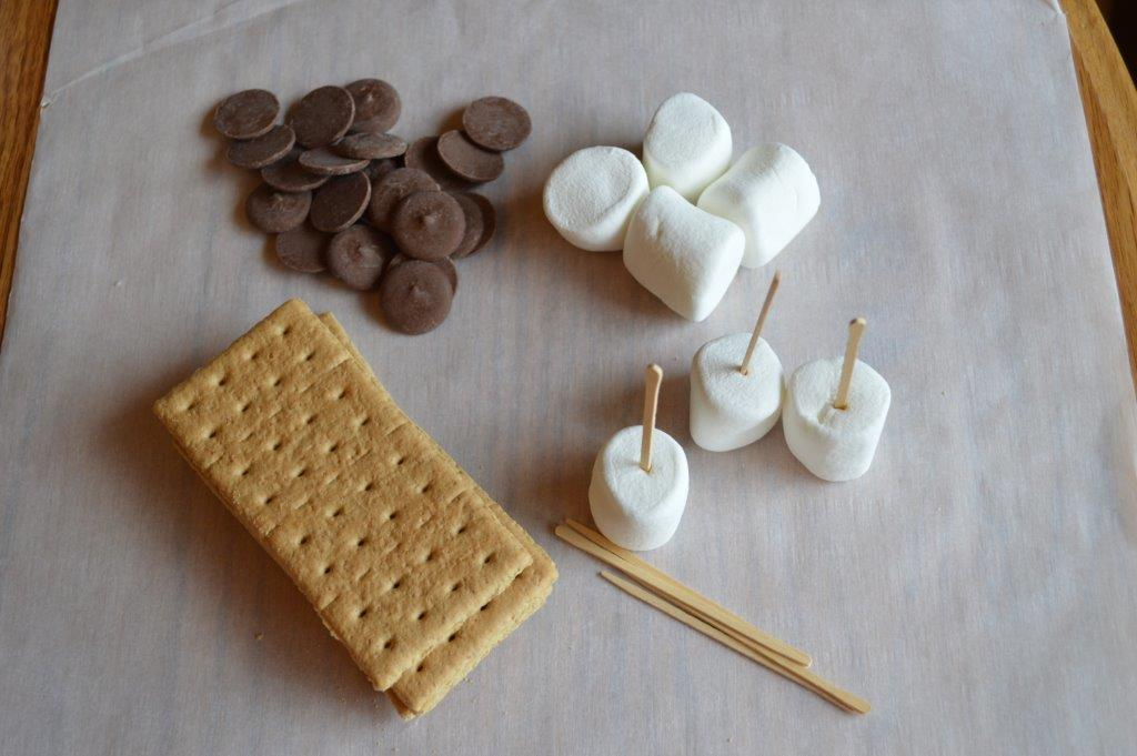S'Mores Chocolate and Marshmallow Pops